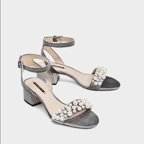 a5a9721a03ef Zara Velvet faux pearl block heel sandals